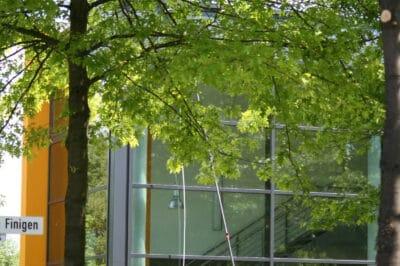 Glasfassade wird abgewaschen - ökologisch ohne Chemie
